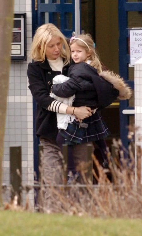 gwyneth Paltrow Does The School Pickup with daughter Apple in London