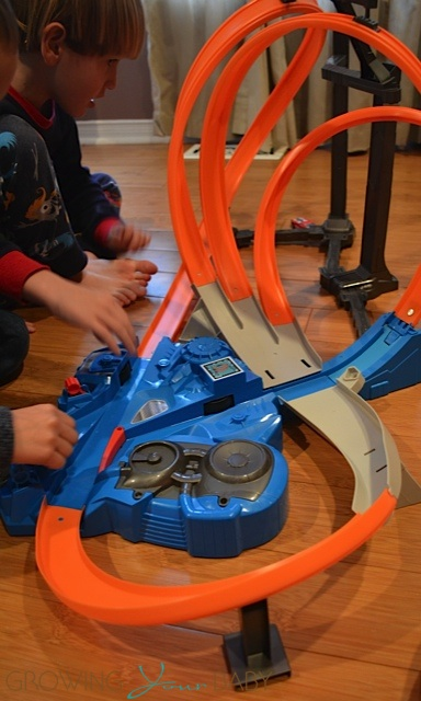 hot wheels triple track twister track set- assembled