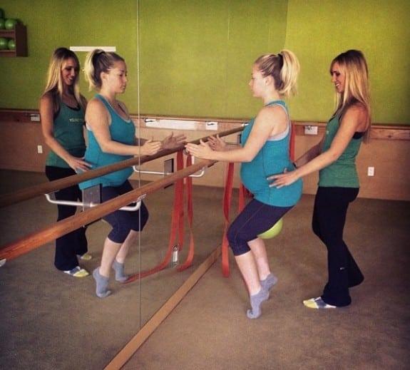 pregnant Kendra Wilkinson strengthens her core in Calabasas