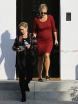 pregnant Molly Sims leaves a therapy class in LA